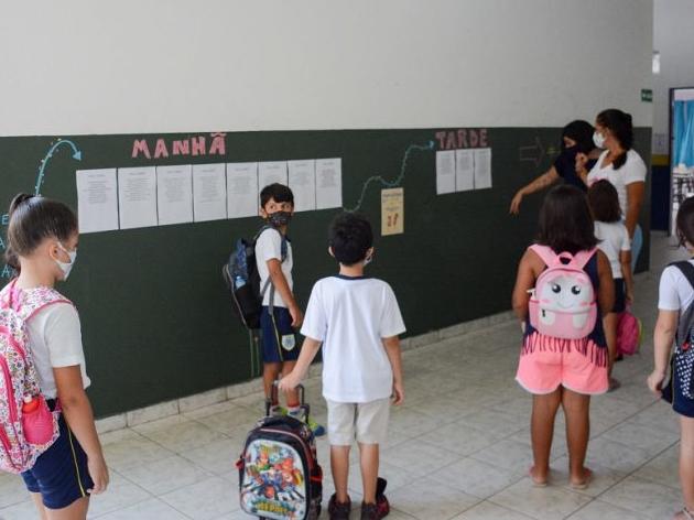 Ilhabela retoma ensino presencial com 100% dos alunos em sala de aula