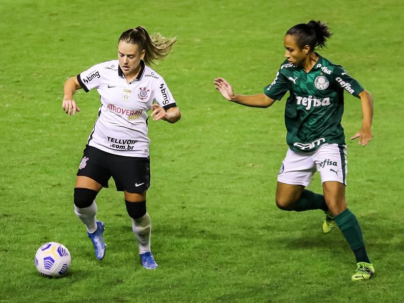 Disputa entre Palmeiras e Corinthians valia liderança no campeonato