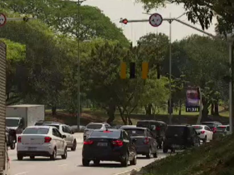 Prefeitura de SP instala detector de altura para evitar acidentes com caminhões na Av. 23 de Maio