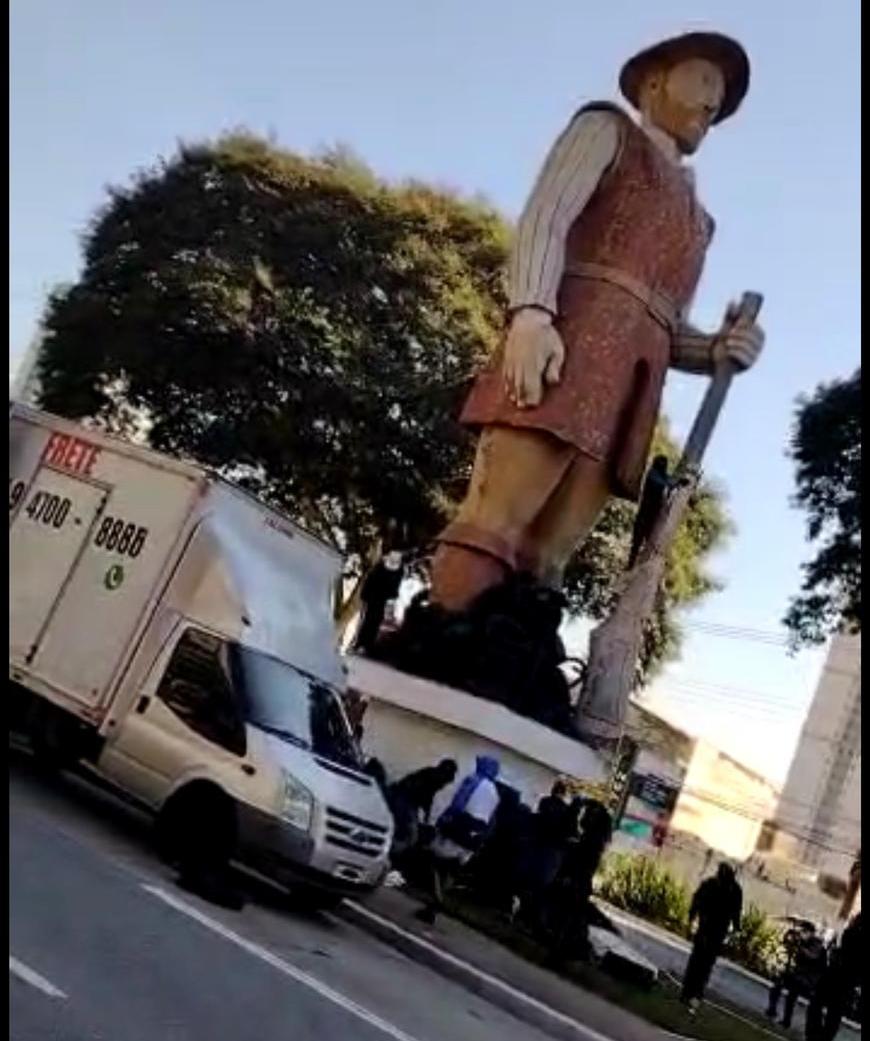 Polícia prende suspeito de atear fogo em estátua de Borba Gato