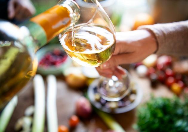 Saiba como harmonizar vinho branco com bacalhau no almoço de Páscoa