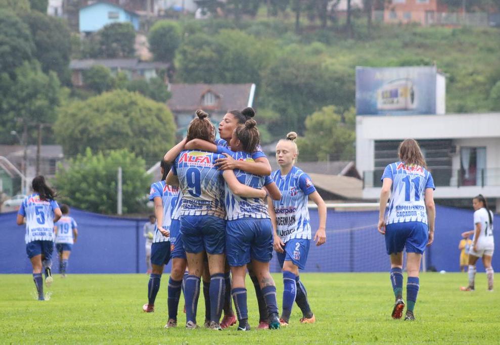 Napoli bate Botafogo e abre vantagem na final do Brasileirão Feminino A2