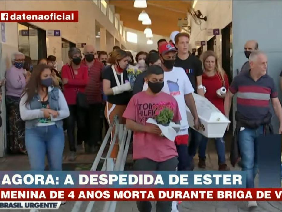 Criança morta a tiros em desavença de vizinhos é enterrada em Santo André