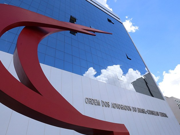 OAB pede ao STF que obrigue Bolsonaro a comprar vacinas para imunizar população em massa