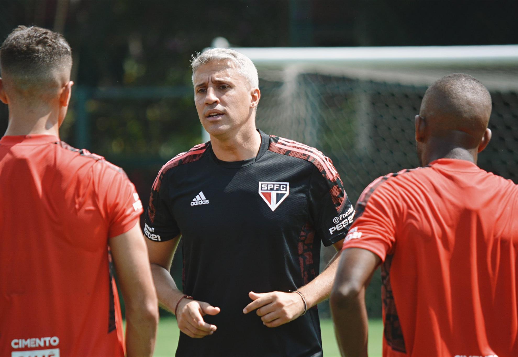 Treino em dia de jogo? Denílson aprova ideia de Crespo no São Paulo