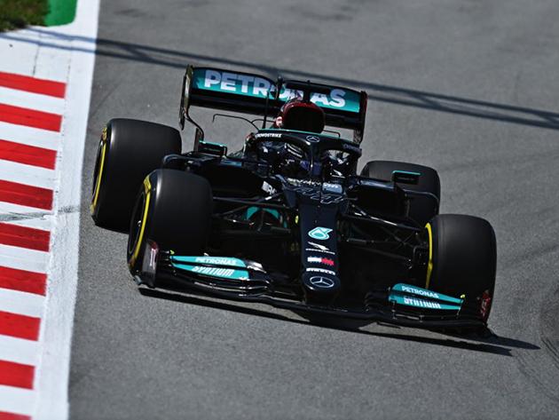 Hamilton desbanca Bottas e lidera segundo treino livre