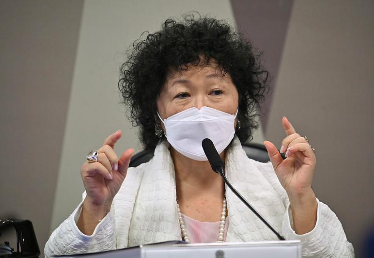 Nise Yamaguchi entrega documento que comprova intenção de ampliar uso da cloroquina