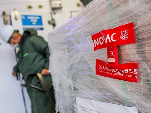Fábrica da CoronaVac na China é certificada por 'boas práticas' pela Anvisa