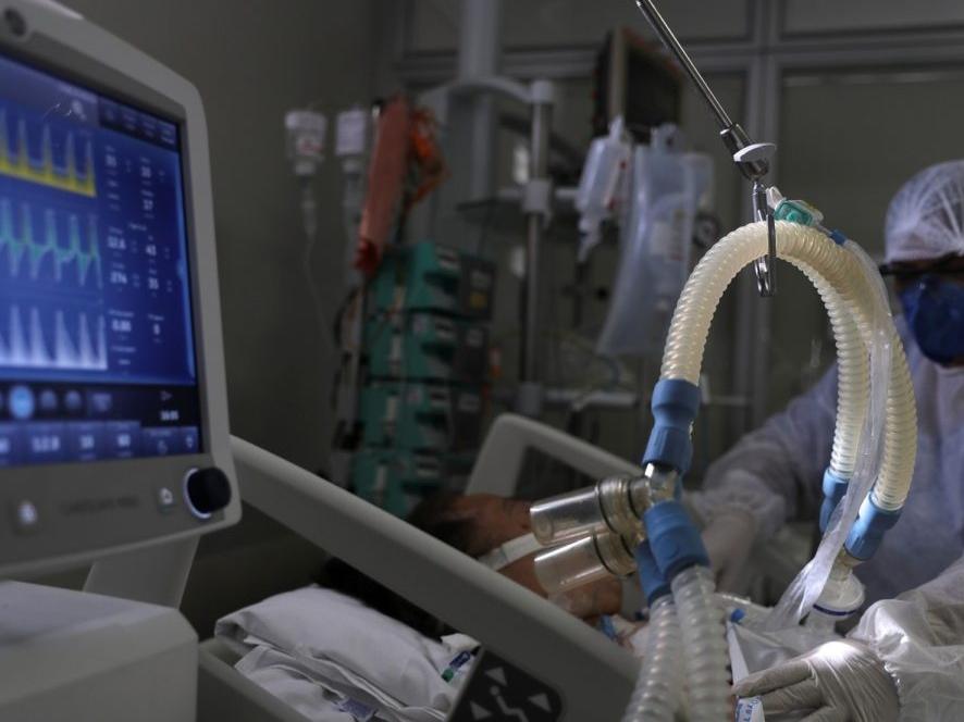 """Ministério da Saúde cancelou compra de insumos para """"kit intubação"""" em agosto de 2020, diz ofício"""