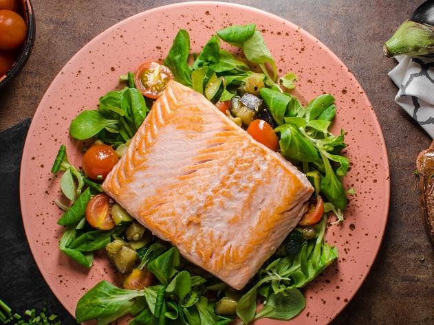 Como fazer salmão no forno? Aprenda a receita