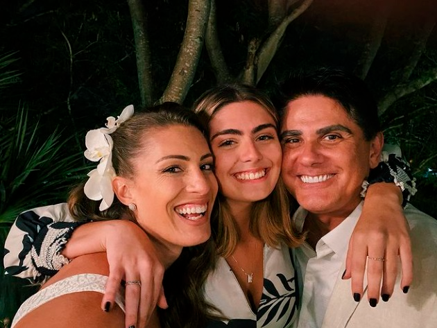 Filha de Cesar Filho e Elaine Mickely faz sucesso nas redes sociais