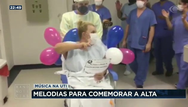 SC: auxiliar de enfermagem celebra alta de pacientes com covid-19 com música