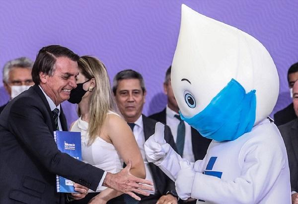 Reinaldo Azevedo: País rejeita Bolsonaro e adota a vacina