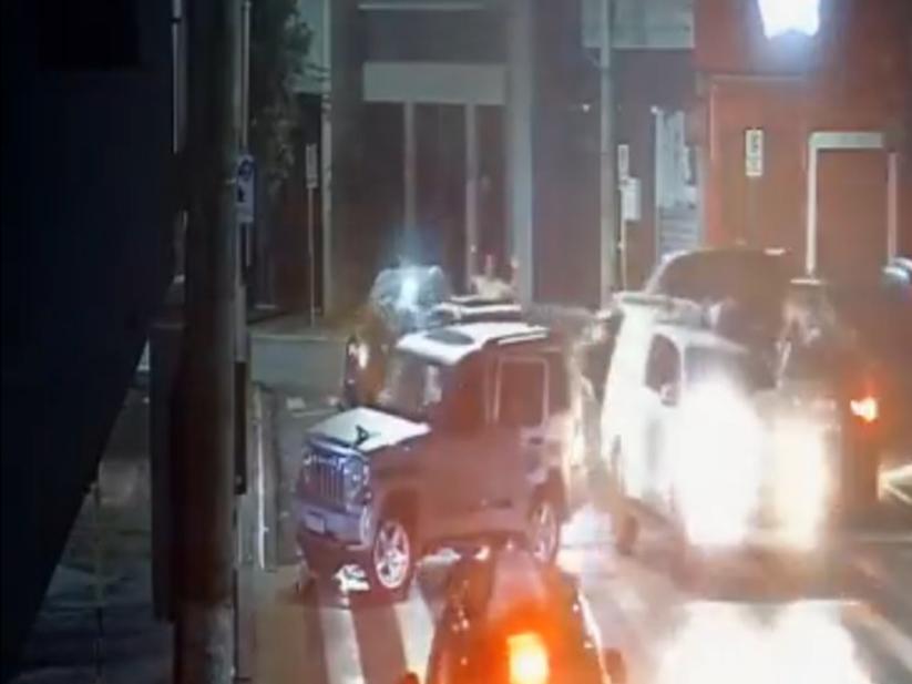 Veja imagens do assalto em Araçatuba; refém é amarrado sobre carro | Band