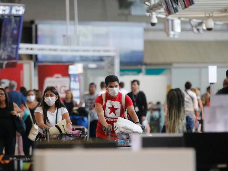 Turistas menores de 18 anos não vão precisar de vacina contra a Covid-19 para entrar no EUA