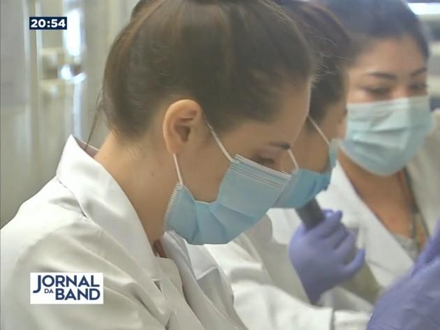 Cientistas ficam perto de fazer vacina brasileira aplicada por spray nasal