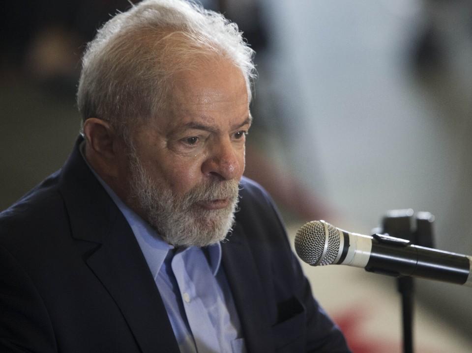 """""""Bolsonaro, quando é que você vai parar de brincar e governar o país?"""", pergunta Lula"""