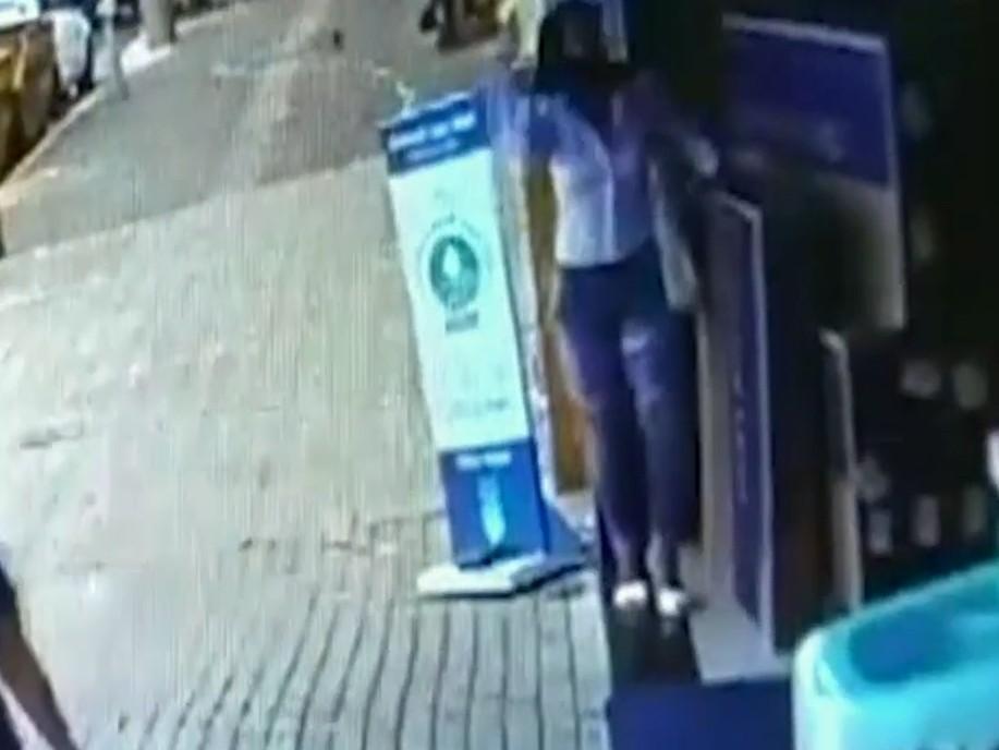 Casal rouba tranquilamente duas TVs em loja no Mato Grosso do Sul