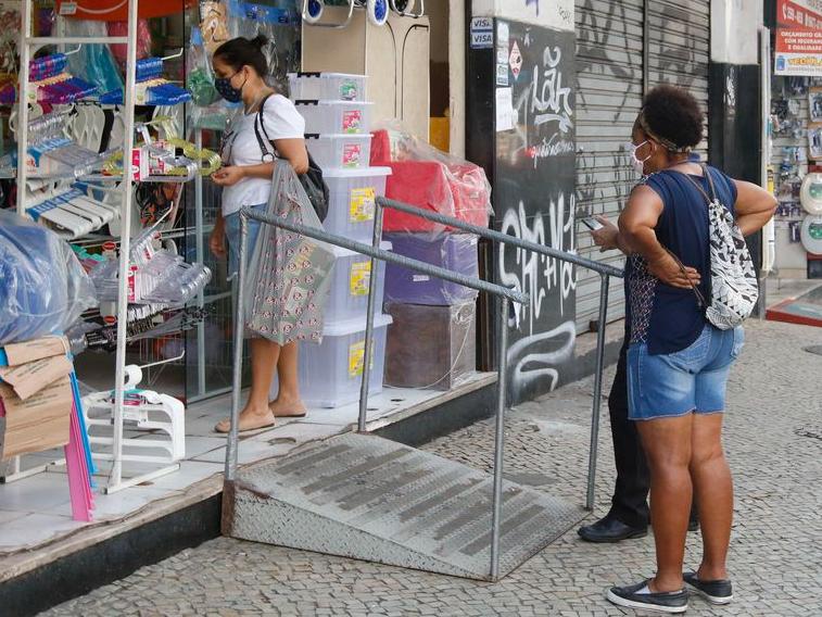 Comércio em SP aumenta capacidade para 80% a partir deste domingo (1)