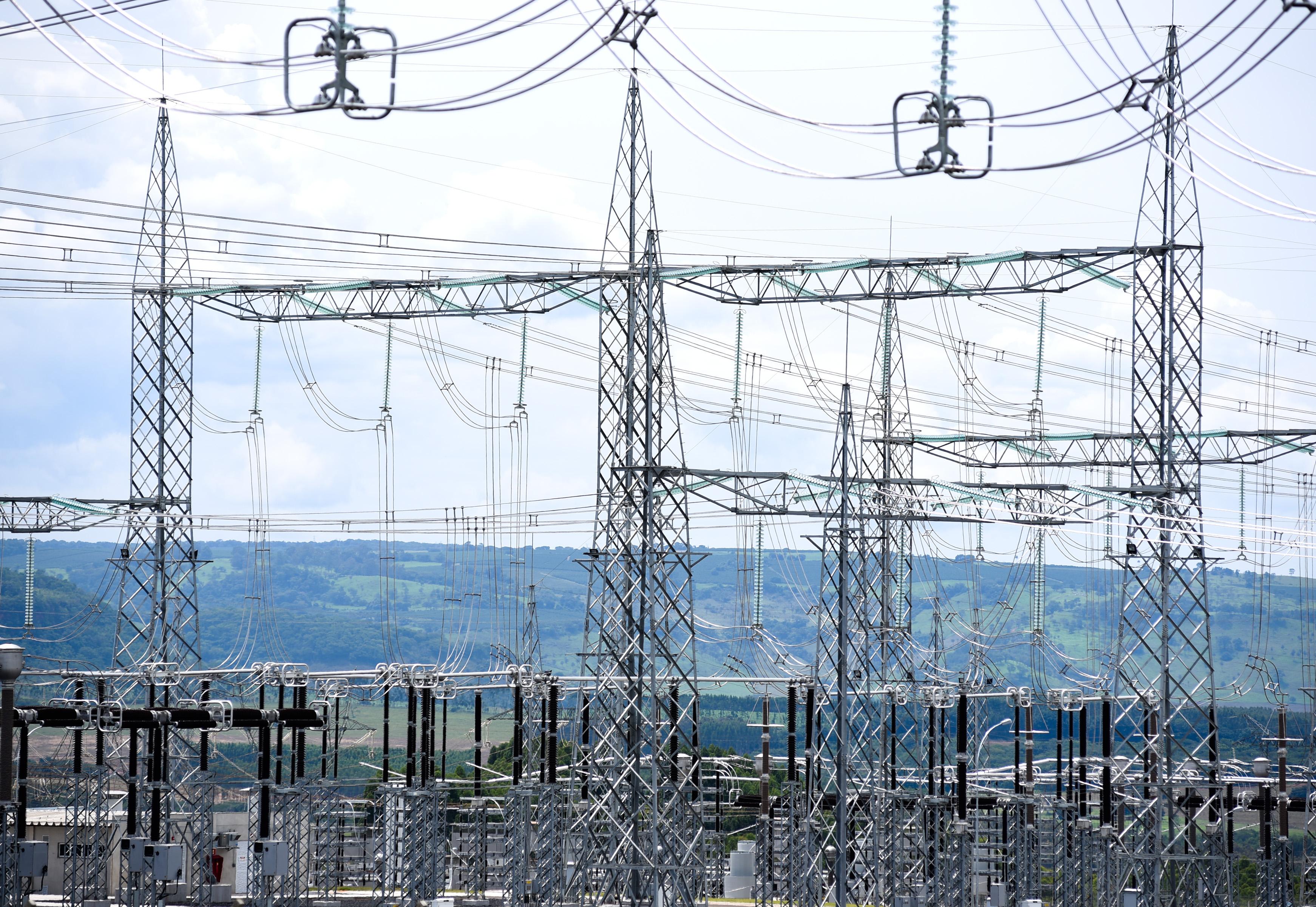 Câmara aprova texto-base de MP que viabiliza privatização da Eletrobras