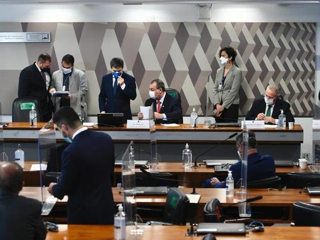 """Relator da CPI estuda indiciamento de ex-ministros e """"capitã cloroquina"""""""