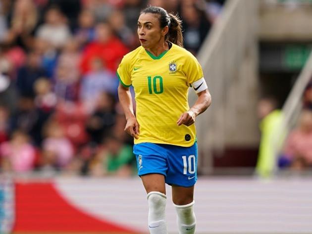 Craque Marta foi diagnosticada com covid-19 e está fora dos amistosos da Seleção com o Equador
