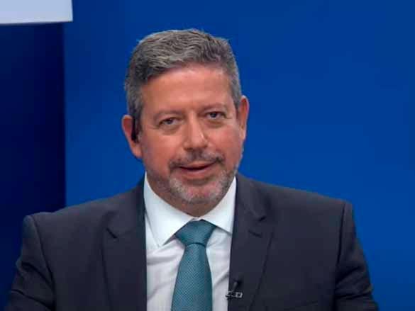 """Lira afirma que CPI da Covid é """"superestimada"""" e se diz """"discípulo de Maia"""" em relação a impeachment"""