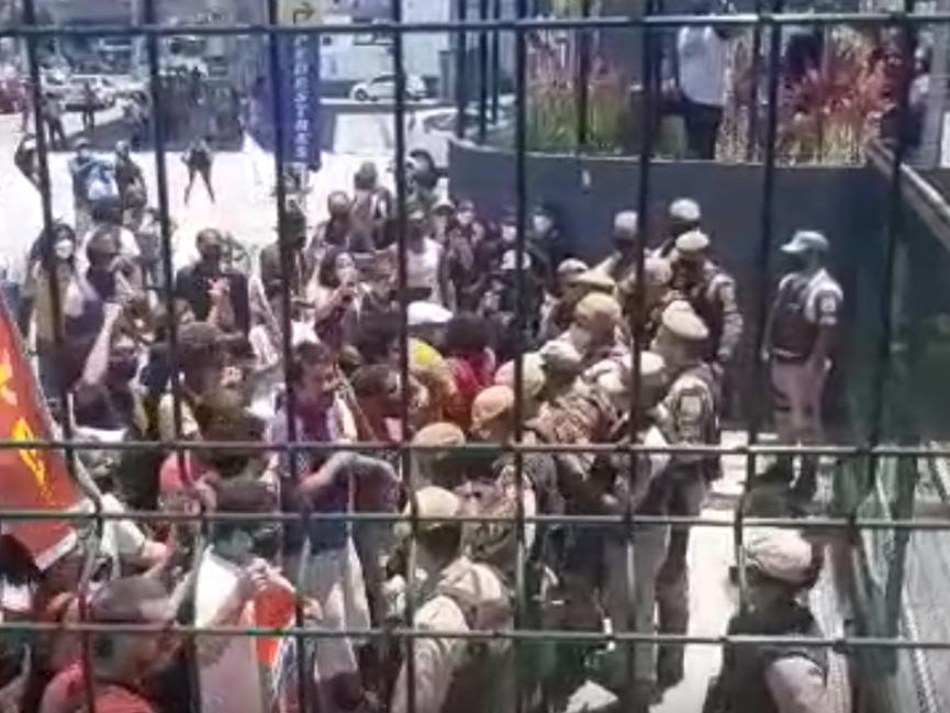 Manifestantes e PM entram em confronto em protesto contra morte de João Alberto em Salvador