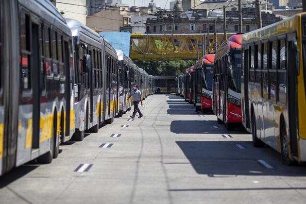 Após reunião com governo, motoristas suspendem greve de ônibus em SP