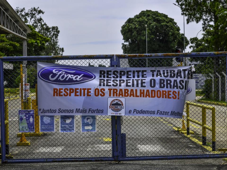 Justiça do Trabalho suspende demissões de empregados da Ford em Taubaté
