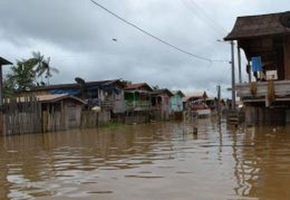 Depois de cheia histórica, Rio Negro entra em processo de vazante