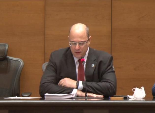 Witzel chora em depoimento e diz que não deixou a magistratura para ser ladrão
