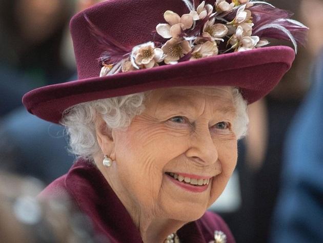 Rainha Elizabeth comemora aniversário duas vezes ao ano; entenda