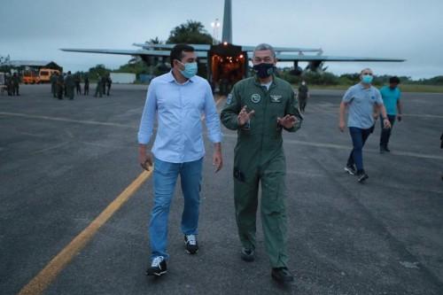 Governador Wilson Lima acompanha chegada de tanques de oxigênio
