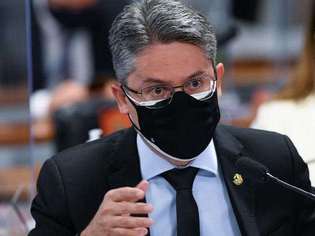 """Senador pede reconvocação de Queiroga à CPI por """"temor injustificado"""""""