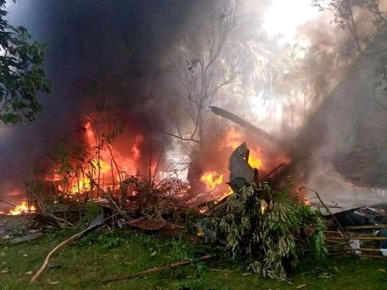 Queda de avião militar deixa ao menos 45 mortos nas Filipinas