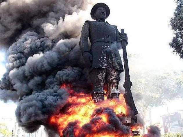 Protesto que incendiou Borba Gato traz debate internacional ao Brasil