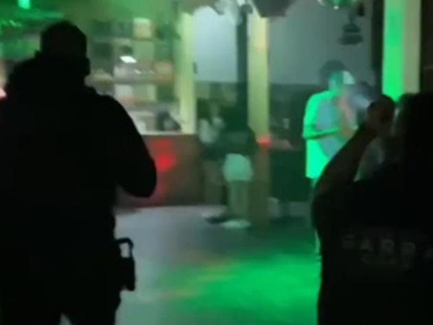 Balada clandestina com 46 pessoas é fechada na zona sul de São Paulo