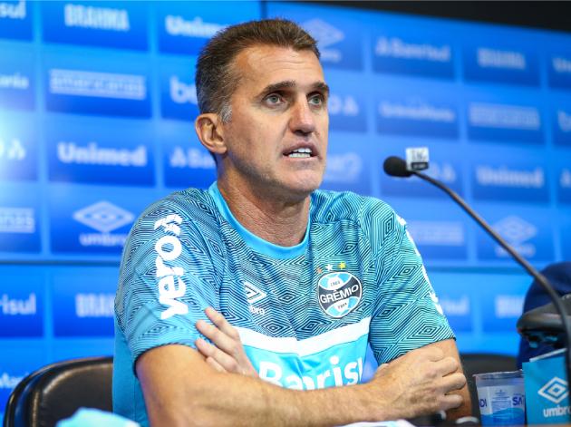"""""""Aceitei a proposta pelo tamanho do Clube"""", diz Mancini em apresentação no Grêmio"""