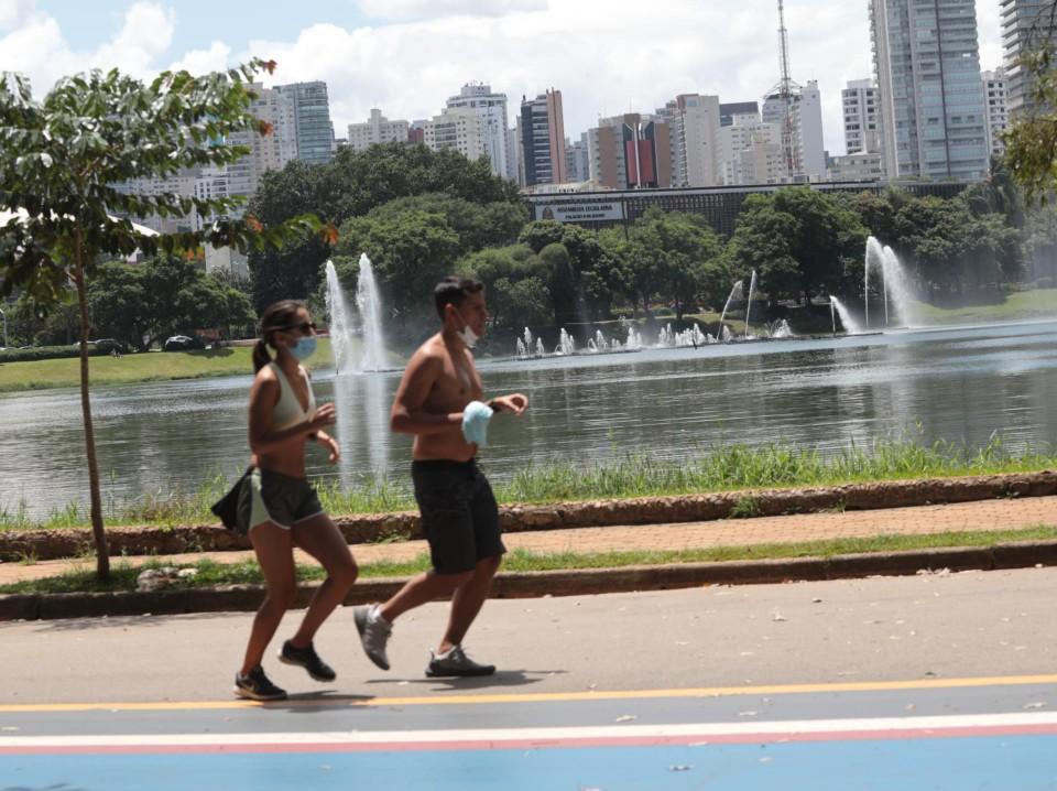 """""""Canal Livre"""" discute desafio de se exercitar com as restrições causadas pela pandemia"""