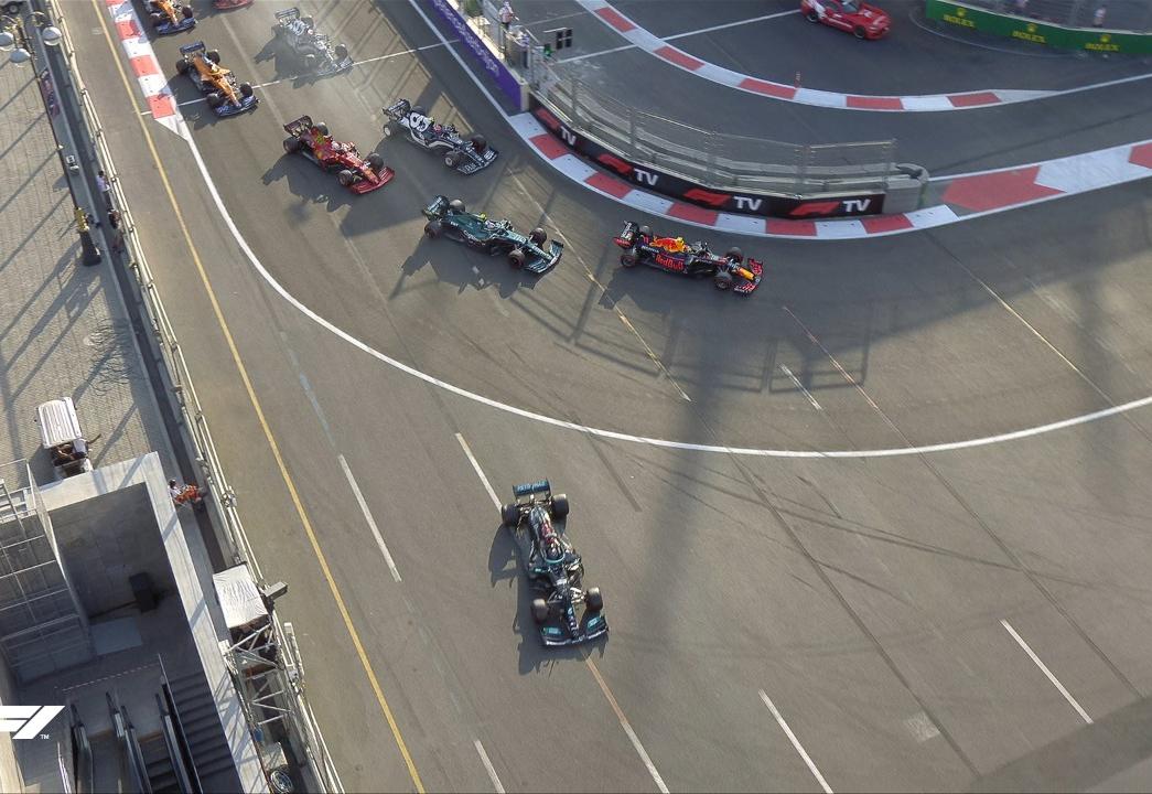 GP do Azerbaijão tem vitória de Pérez, batida de Verstappen e erro de Hamilton