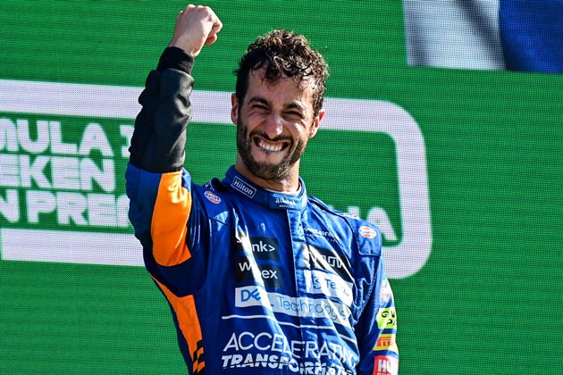 """F1: Ricciardo comemora vitória no GP da Itália e brinca: """"Estava só escondendo o jogo"""""""