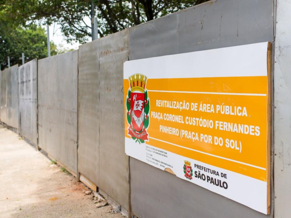 Tapumes instalados na Praça do Pôr do Sol devem ser substituídos por grades