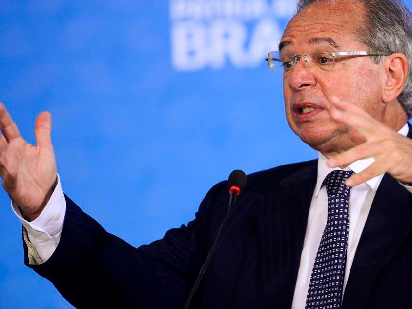 Paulo Guedes interrompe férias depois de Bolsonaro dizer que o Brasil está quebrado