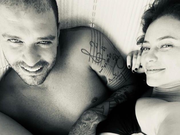 Paolla Oliveira surge com anel de brilhante e levanta suspeita de noivado com Diogo Nogueira