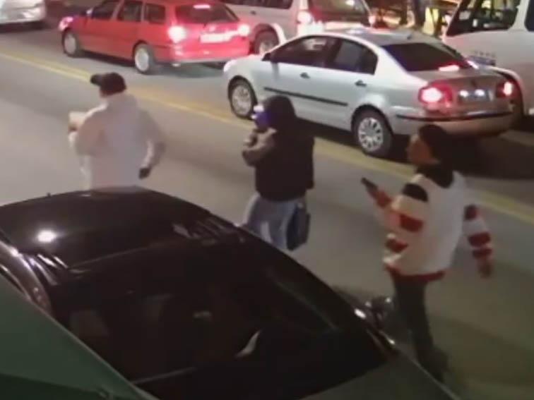 Três assaltantes são presos após roubarem farmácia em Taboão da Serra (SP)