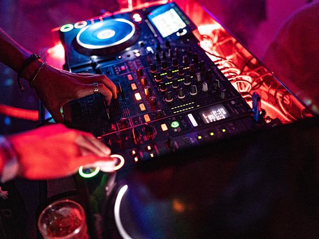 DJ foge após fiscais fecharem festa com 200 pessoas em Foz do Iguaçu
