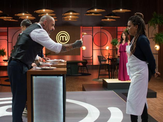 """Cristina """"pede para sair"""" e Duda Beat surpreende cozinheiros: veja o que rolou no MasterChef Brasil"""