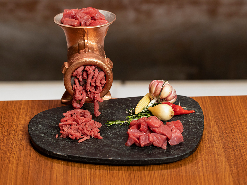 Os participantes tiveram de preparar um prato com carne moída na segunda prova