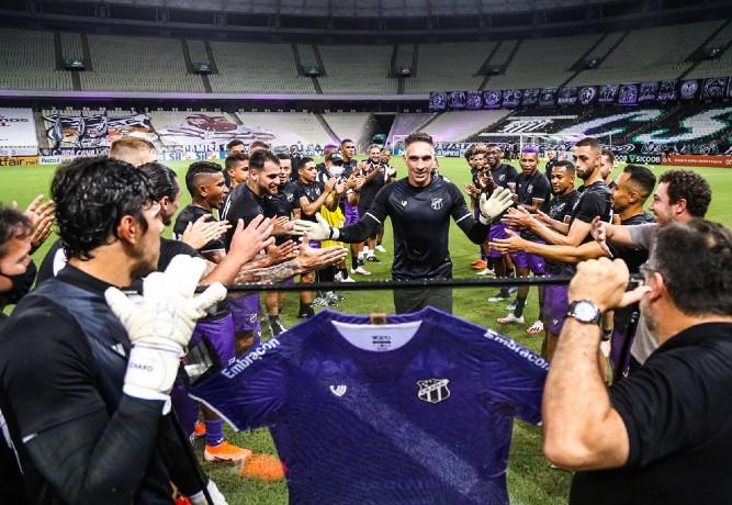 Recém-aposentado, Prass critica calendário e não fala em despedida pelo Palmeiras